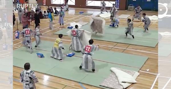 【100万再生】日本の『枕投げ』が海外で話題!ちょっと誤解されている(笑)