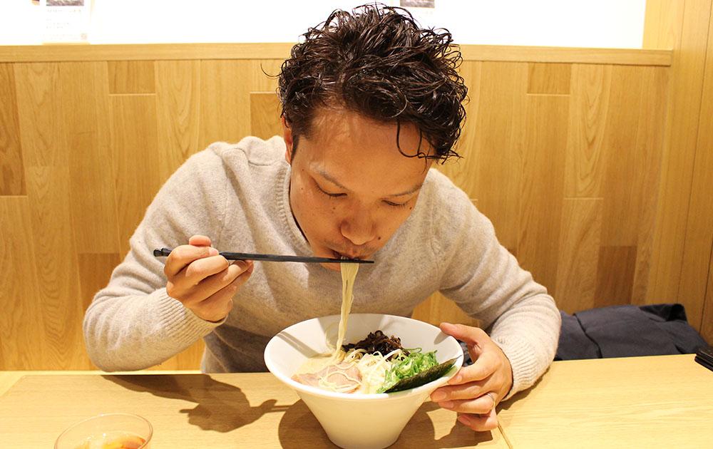 tomoki_men_susuru