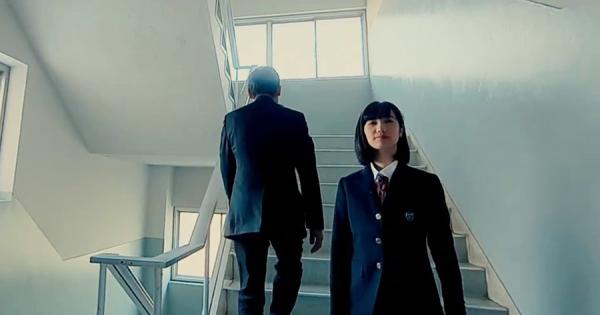 革命的美しさ!小型ドローンで女子高生を撮影した映像が新鮮!