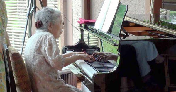 聴き惚れる!85歳のおばあちゃんのピアノ演奏がスゴすぎると話題