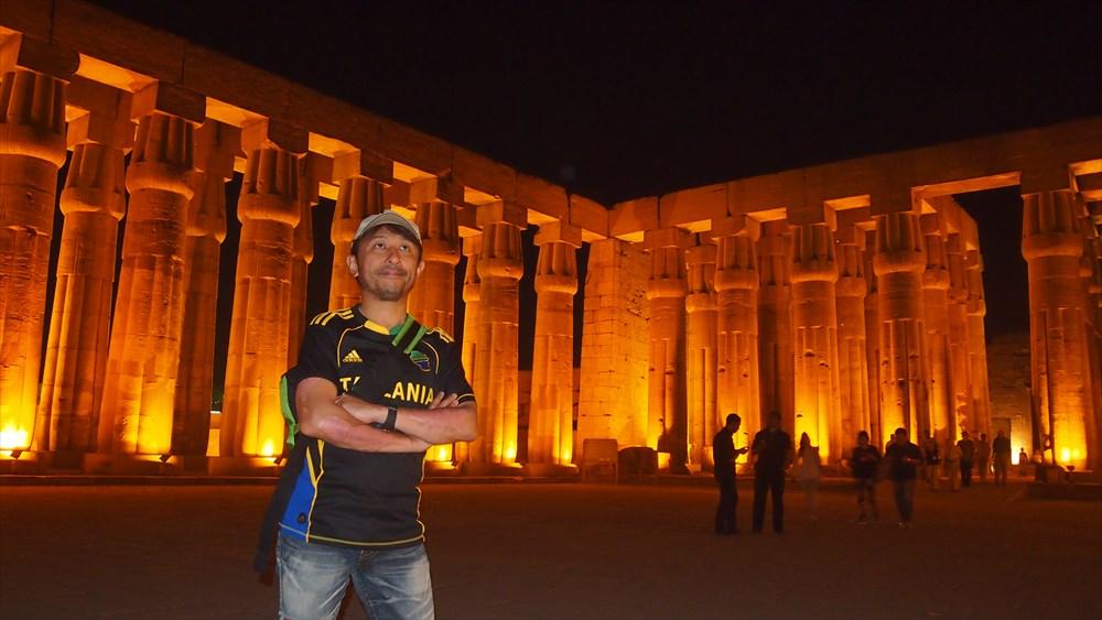 エジプトのルクソール神殿にて