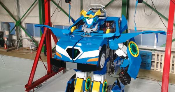 男の子の夢が詰まっている!クルマから人型に変身するロボットに胸がワクワク!