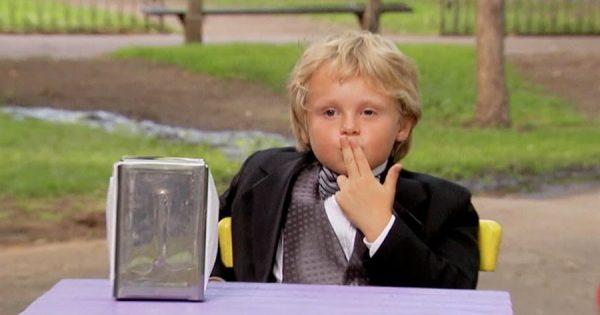 「後で電話して」金髪のプレイボーイは子供!癒やされるドッキリ番組が話題