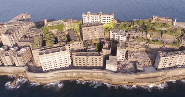 美しすぎる世界遺産!朽ち果てた廃墟『軍艦島』が海外で話題