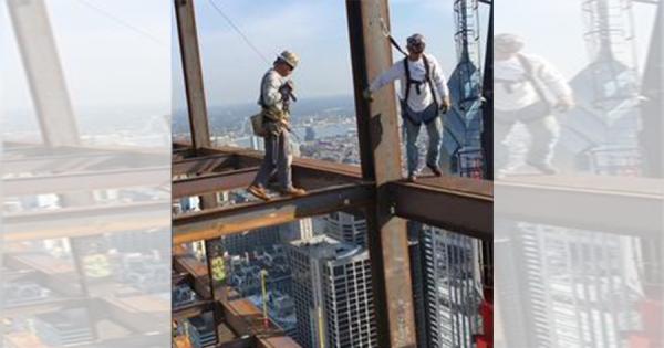 高所恐怖症の人は見ないで!超高層ビルで作業する『鉄骨組み立て工』がスゴすぎる