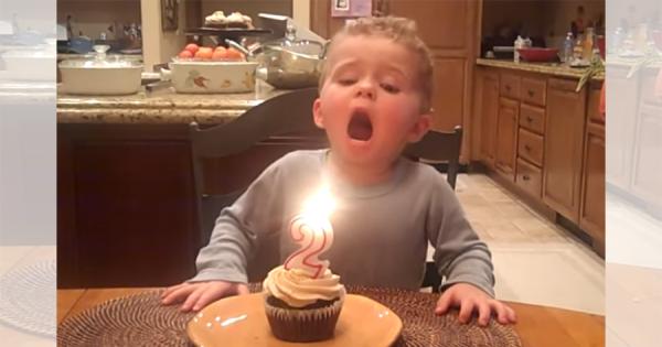 悶絶必至!初めてローソクの火を吹き消す2歳の男の子がカワイすぎる