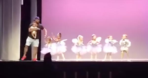 バレエの発表会で大号泣の女の子!舞台袖にいたお父さんが助けに来た!最高の父親に心温まる