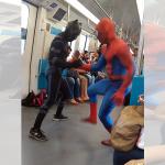 スパイダーマンとブラックパンサーが地下鉄車内で超絶ダンス!乗客から拍手喝采!