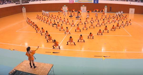 一糸乱れぬパフォーマンスが海外で話題!京都橘高校吹奏楽部の演奏に称賛の声