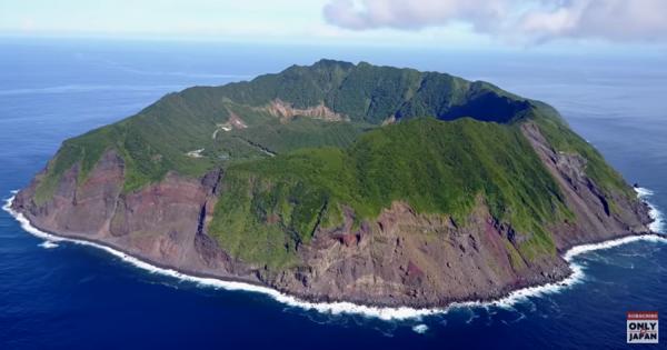 東京の秘境『青ヶ島』を空から撮影してみた!美しく幻想的な光景に息を呑む