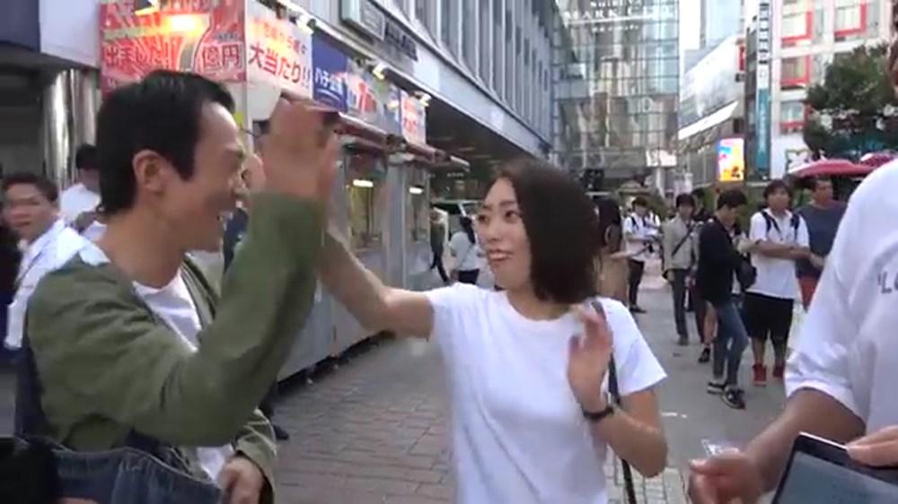 ふたりのキョリ感妄想診断を、芸人マテンロウが渋谷で使ってみた テロップなし.00_01_49_14.Still007_R