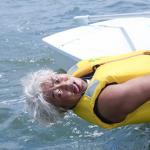 ロバート秋山なりきり芸の新作!海水をテイスティングする『マリンソムリエ』に変身