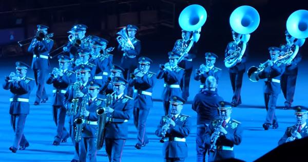 世界最大級の軍楽隊祭に、自衛隊が参加!和太鼓や殺陣など日本の伝統文化で観客を魅了