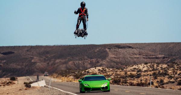 ジェットエンジン搭載の『未来のホバーボード』が登場!時速166キロで空を自由に飛び回る