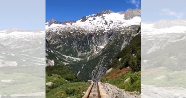 ありえない急勾配……スイスのケーブルカーの映像が話題!「まるでビッグサンダー・マウンテン」