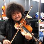 店員さんも思わず二度見!葉加瀬太郎が3万円の初心者用バイオリンで「情熱大陸」を試し弾き