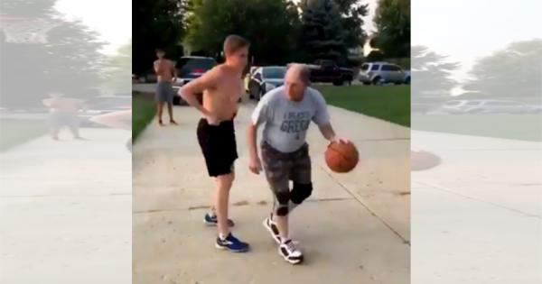 若造にはまだまだ負けん!おじいさんがバスケの試合で見せた鮮やかなフェイクが話題