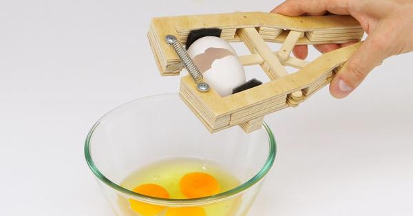 DIYで作る卵割り機!これを作る手先の器用さがあったら、普通に卵が割れるはず(笑)