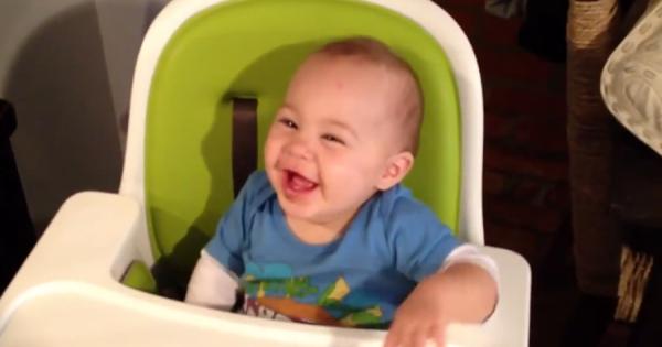 チョコレートを初めて食べた赤ちゃんの笑顔ではしゃぐリアクションが可愛すぎる