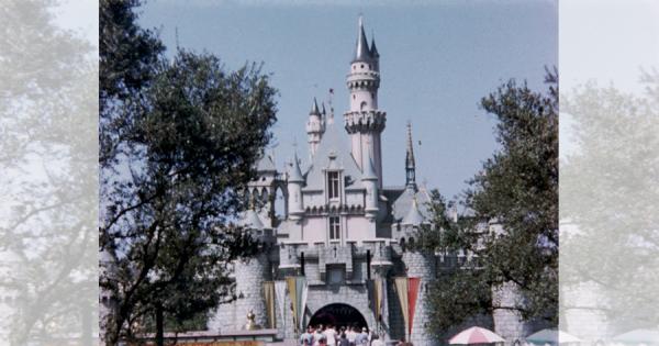 1956年に撮影されたアメリカのディズニーランド!高画質カラーで気分はまるでタイムスリップ