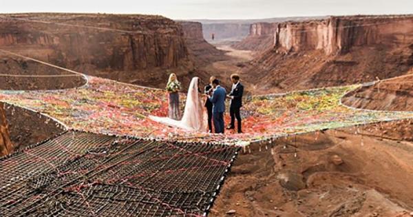 世界一ヒヤヒヤする結婚式!地上121mの空中で愛を誓いあったカップルに驚愕