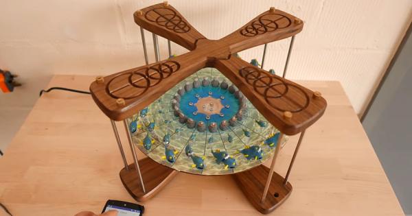 こいつ…動くぞ!魚が魚を食べる立体の回転アニメーション「3Dゾエトロープ」に釘付け