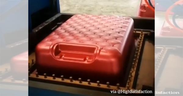 スーツケースってこんな風に出来てたのか!魔法のような製造工程に驚きの声続出