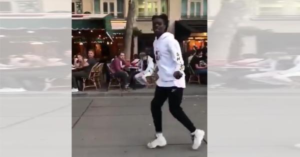 現代のマイケル・ジャクソン!パリの街中で披露された、なめらかすぎるムーンウォークが話題
