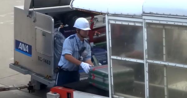 日本では当たり前の光景が、海外で称賛の嵐!空港スタッフによる丁寧な荷物の扱いが話題