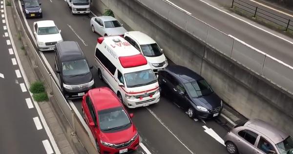 日本人の譲り合いの精神に称賛!救急車が近付いてきたときの一般車両の対応が海外で話題