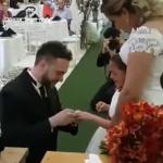 感動のサプライズ!新婦の連れ子に指輪を贈ったお父さん「僕の娘になってくれる?」