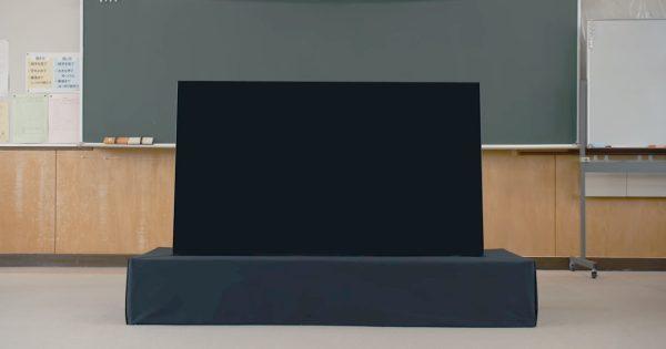 教室が映画館に変身!4Kテレビを使ったサプライズ上映会がステキ