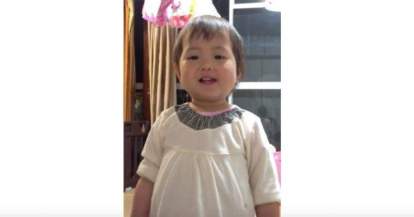 これは癒される!なぜか「みどり」だけ言えない2歳の女の子が可愛い