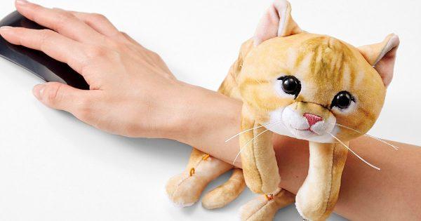 「疲れた」を「じゃれつかれた」に!仕事中に猫が腕を放してくれなくなるアイテム発売