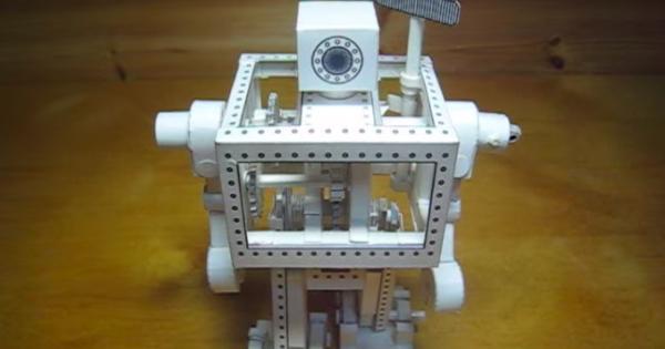 作り方が気になる!紙で作られた動くロボットに驚き