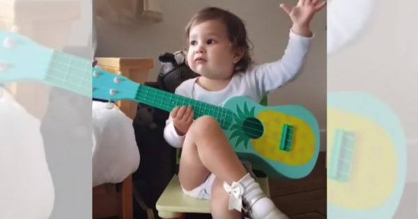 中にオトナ入ってる!? ミュージシャンになりきる赤ちゃんに大物の風格が漂ってる