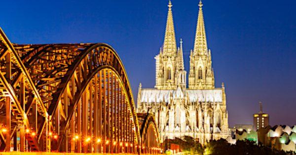 ノートルダム大聖堂、見とけば良かった…行っておきたい世界の美しい教会 10選