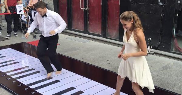 「足で弾くピアノ」がスゴいので一旦見てみません?🎹