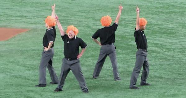 今から野球の審判団が「キレッキレなダンス」を披露します🕺