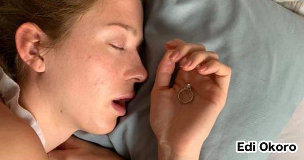プロポーズ大作戦!秘密で「婚約指輪」の写真を撮り続けた男性