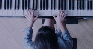 6人の小学生がピアノで披露した「あのメロディー」が個性的すぎる