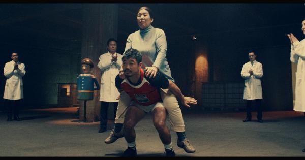 【動画終盤までマジで謎動画】ラグビーの田中選手がおばちゃんをおんぶ!?