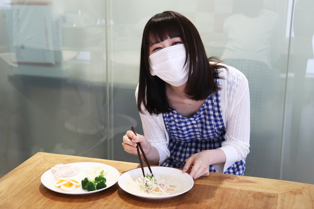 マスク着用で表情がわかりづらいので、精一杯目で楽しさを表現しているつもり