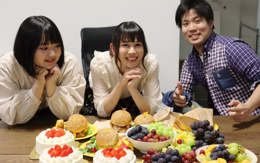 イチマル:ケーキ3ホール、こーん:ハンバーガー5個、ハム;フルーツ盛り合わせ
