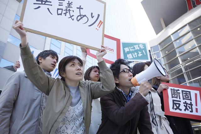 抗議デモの写真