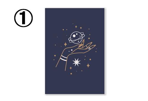ネイビー地に、女性の手と土星、宇宙柄のカード
