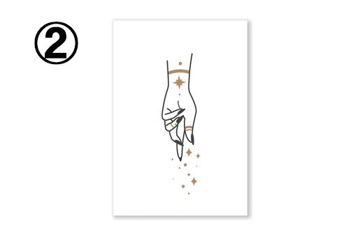 白地に、女性の手と、星屑のようなデザインのカード