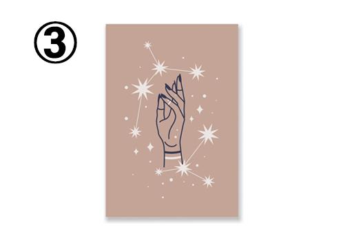 グレージュ地に、女性の手と、星座のような柄のカード
