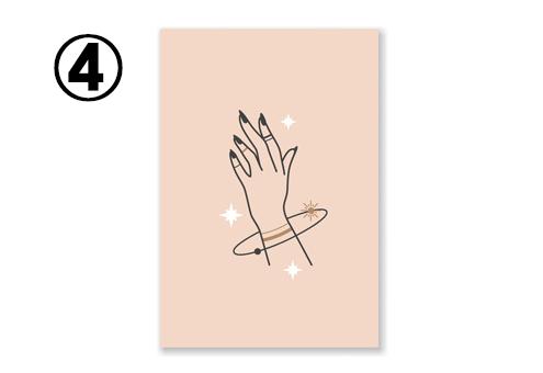 濃いベージュ地に、女性の手と、手首に輪っかのデザインがあるカード