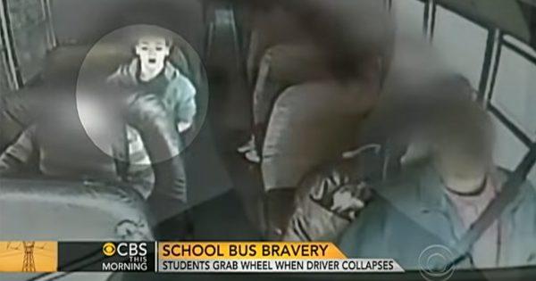 通学バスの運転手が気絶…。少年たちのとった「勇敢な行動」に拍手!